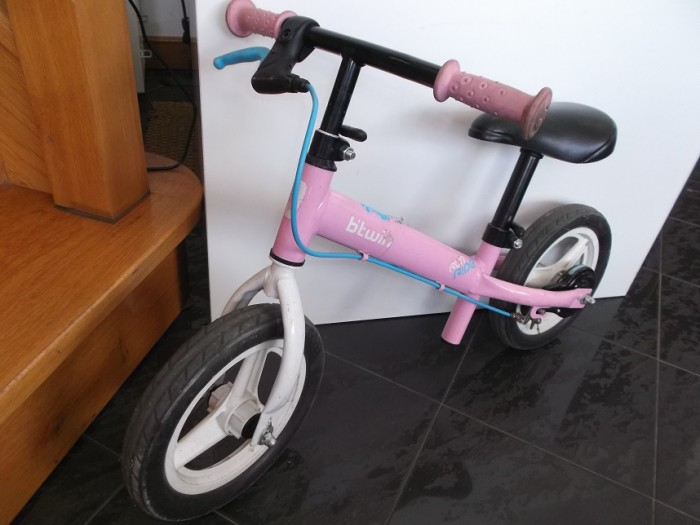 Bicicleta B'Twin sin pedales en